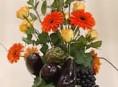 imagen Centro de mesa con flores y vegetales