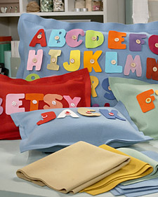 almohadas-de-fieltro-con-letras-01