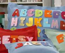 almohadas-de-fieltro-con-letras-02