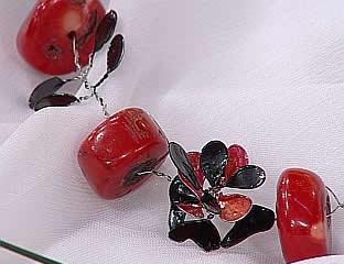 conjunto-de-aros-y-collar-con-hojas-y-piedras-01