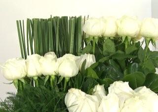 centro-de-mesa-con-rosas-blancas-02