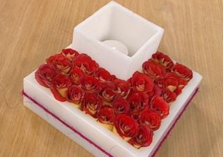 centro-de-mesa-moderno-con-fanales-y-flores-01