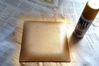 Decoupage y craquelado bandeja de pensamientos - Pintura dorada para madera ...