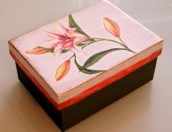 imagen Caja de zapatos decorada con decoupage