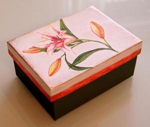 Caja de zapatos decorada con decoupage 3