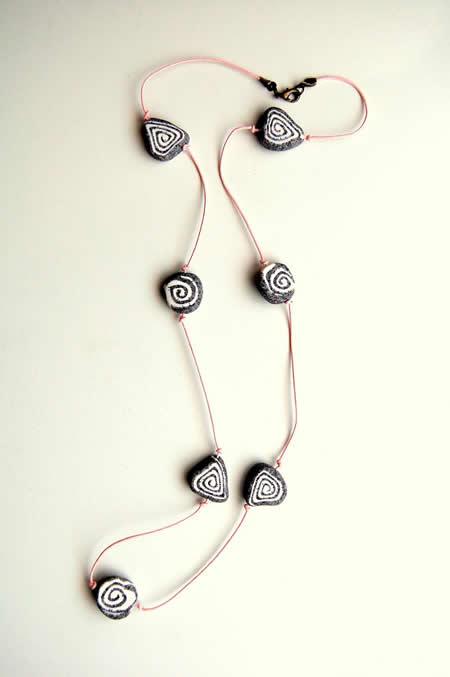 Un sencillo collar fimo 01