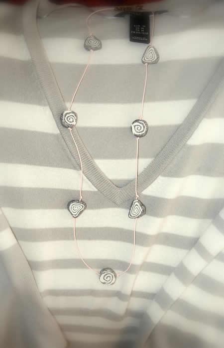 Un sencillo collar fimo 03