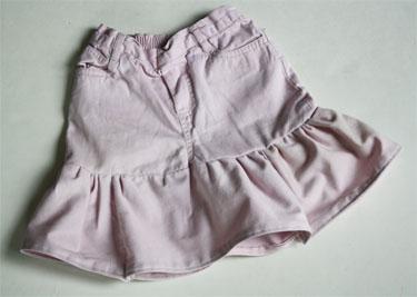 Transforma un jean de niñas en una linda falda-06