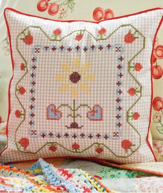 Almohadon decorativo en punto cruz 1