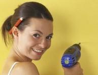 imagen Aprende a tapar agujeros molestos en paredes y azulejos