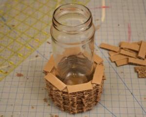 Un florero con carton reciclado gu a de manualidades - Manualidades y bricolaje para el hogar ...