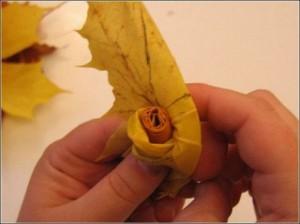 Ramo de rosas realizadas con hojas secas-09