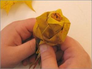 Ramo de rosas realizadas con hojas secas-10