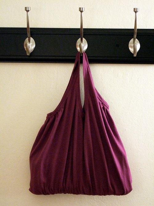 Lindas bolsas realizadas con viejas camisetas costura for Manualidades con puertas viejas