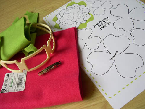 Diadema con flor de fieltro movible1