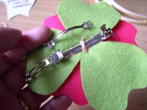 Diadema con flor de fieltro movible10