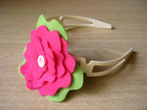 Diadema con flor de fieltro movible13