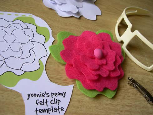 Diadema con flor de fieltro movible6