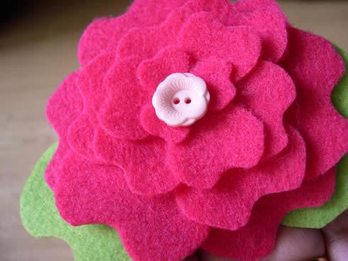 Diadema con flor de fieltro movible7