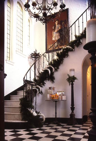 Algunas ideas para decorar las escaleras en navidad3