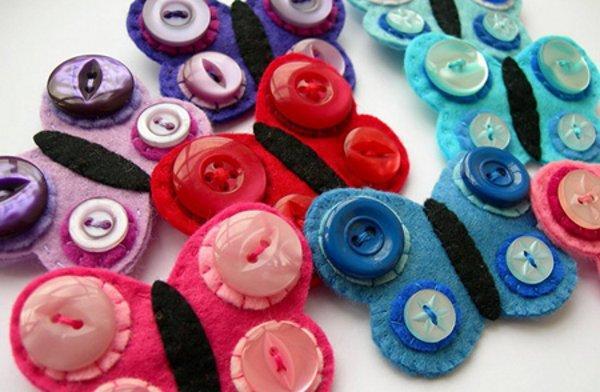 Broches con fieltro y botones para niñas