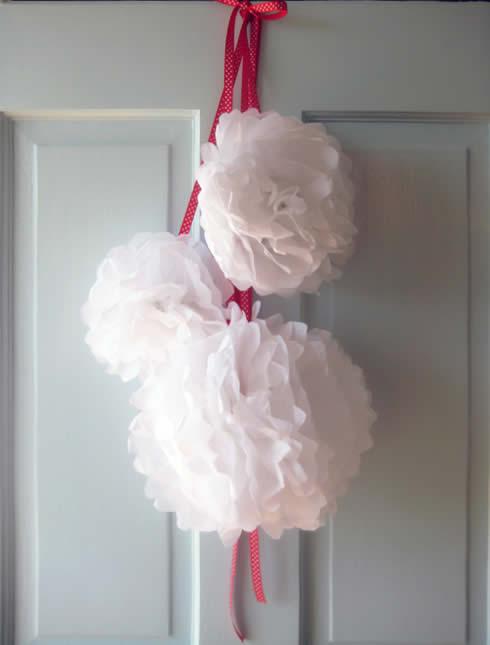 Corona para puerta con papel seda