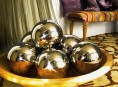 imagen Manualidades navideñas: bolas metalizadas caseras
