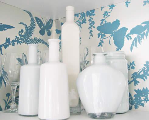 Recicla frascos y botellas para decorar tu cocina