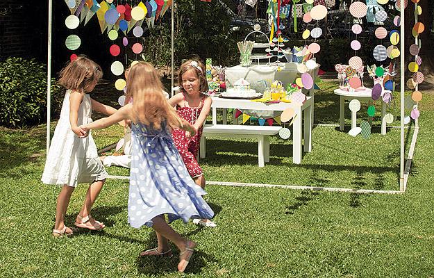 Colorida y divertida decoración para fiestas de niños