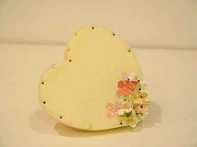 Manualidades de San Valentín corazon de fieltro con flores4
