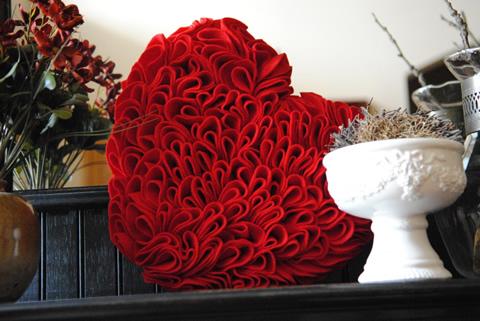 Manualidades del Dia de los Enamorados Corazón de fieltro muy romántico