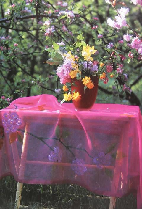 Un mantel bordado para la mesa de jardín-1