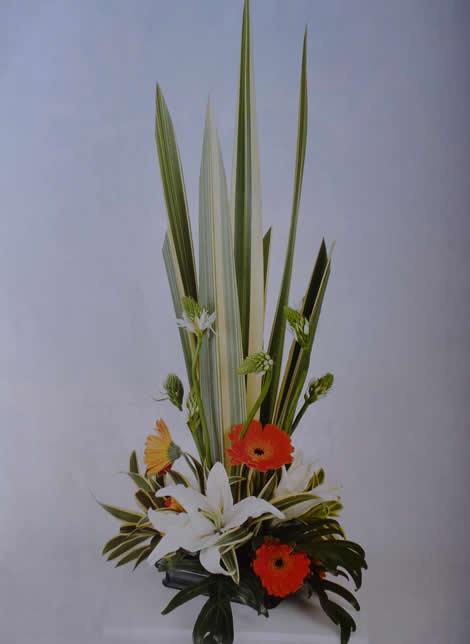 Manualidades con flores un arreglo floral para una cena inolvidable-1