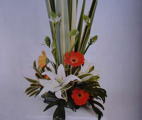 Manualidades con flores un arreglo floral para una cena inolvidable-2