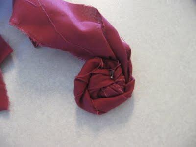 Aprende a hacer rosas de tela8