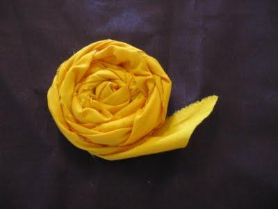 Aprende a hacer rosas de tela9