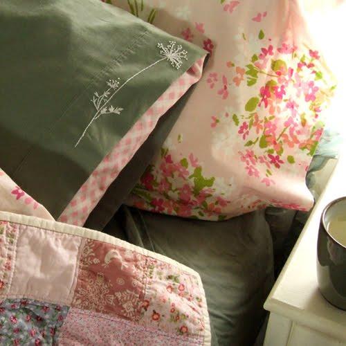 Borda las fundas de tus almohadas