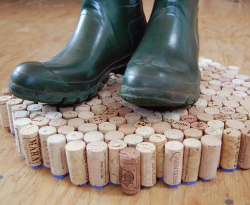 Reciclando en el hogar alfombra hecha con corchos1