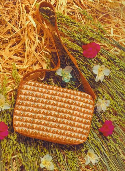 Un bolso oto al tejido a crochet gu a de manualidades for Manualidades de ganchillo bolsos