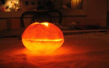 Transforma una mandarina en un porta velas2