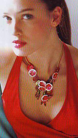Manualidades con abalorios y botones un collar y una pulsera para el verano1