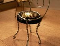 imagen Manualidades de reciclado: silla con tapas