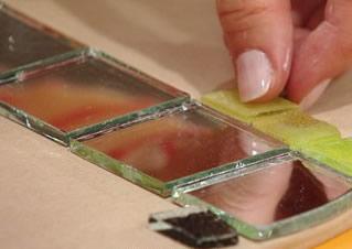 Paso 5 de bandeja giratoria con mosaico para tu hogar