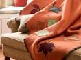 imagen Colcha con hojas de fieltro para tu sofá