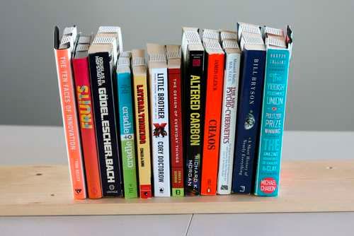 Estanter a para libros invertida gu a de manualidades - Estanteria libros ...