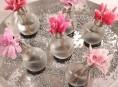 imagen Floreros hechos con bombillas
