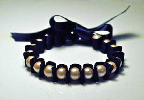 Pulsera con perlas paso a paso gu a de manualidades - Bracelet perle et ruban ...
