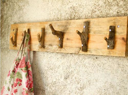Perchero de pared r stico gu a de manualidades - Percheros antiguos de pared ...