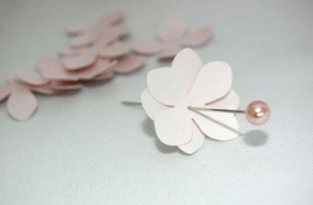 Topiario rom ntico con flores de papel gu a de manualidades - Como se hacen rosas de papel ...