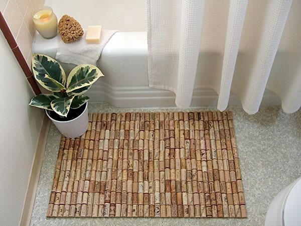 alfombra reciclando corchos